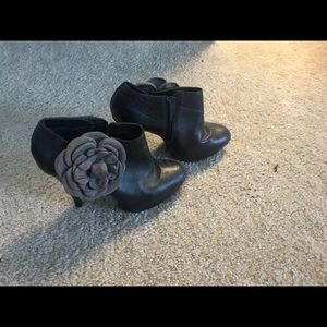 High heel black with flower shoes